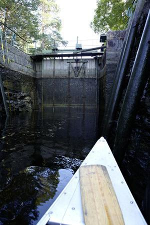 https://imgc.allpostersimages.com/img/posters/sluice-at-lennartsfors-by-the-dalsland-canal-on-lelang-lake-dalsland-vaermlands-laen-sweden_u-L-Q1EXVMC0.jpg?artPerspective=n