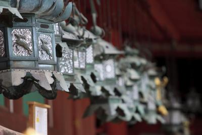 https://imgc.allpostersimages.com/img/posters/small-metal-and-gold-lanterns-kasuga-taisha-shrine-in-nara-japan_u-L-Q12TC9C0.jpg?p=0