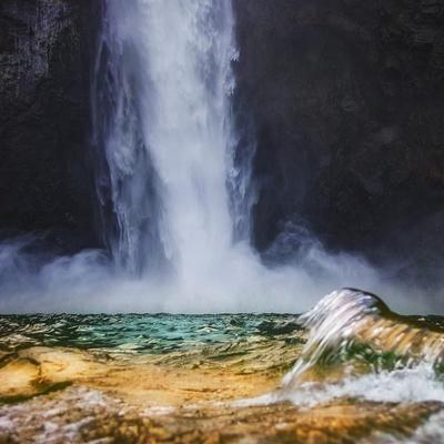 https://imgc.allpostersimages.com/img/posters/snoqualamie-w-wave-square_u-L-Q1CAL640.jpg?artPerspective=n