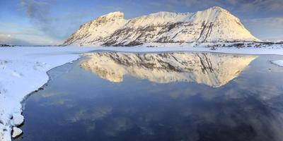 https://imgc.allpostersimages.com/img/posters/snow-capped-mountains-reflected-in-steiropollen-lake-at-sunrise_u-L-PWFLS90.jpg?p=0