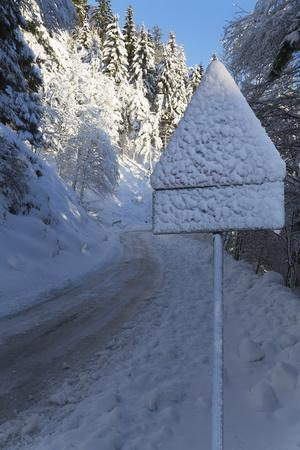 https://imgc.allpostersimages.com/img/posters/snow-covered-road-sign-in-the-italian-alps-in-winter-aosta-valley-italy-europe_u-L-PQ8MQZ0.jpg?p=0