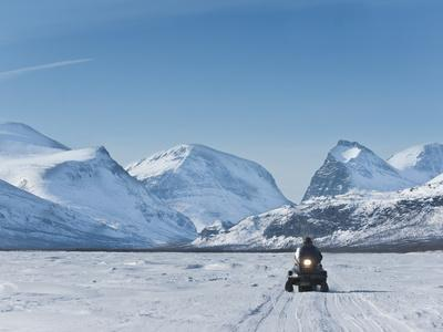 https://imgc.allpostersimages.com/img/posters/snowmobiling-in-kalix-river-valley-with-snow-covered-mountains-kiruna-region-arctic-sweden_u-L-PFNZXG0.jpg?p=0