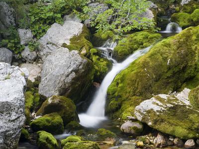 https://imgc.allpostersimages.com/img/posters/soca-waterfall-close-the-source-triglav-national-park-julian-alps-slovenia_u-L-Q1EXZWW0.jpg?artPerspective=n