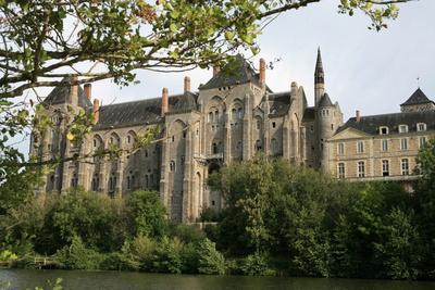 https://imgc.allpostersimages.com/img/posters/solesmes-benedictine-abbey-overlooking-the-sarthe-river-solesmes-sarthe-france_u-L-Q1GYH510.jpg?artPerspective=n