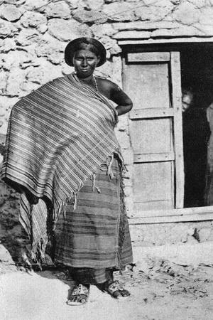https://imgc.allpostersimages.com/img/posters/somali-woman-20th-century_u-L-PTTMTR0.jpg?p=0