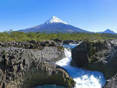 https://imgc.allpostersimages.com/img/posters/south-america-chile-patagonia-petrohue-national-park-volcano-osorno_u-L-Q11YP1C0.jpg?p=0