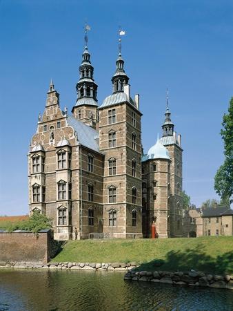 https://imgc.allpostersimages.com/img/posters/south-facade-rosenborg-castle-copenhagen_u-L-POPNQG0.jpg?p=0