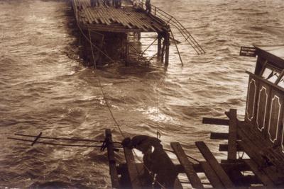 https://imgc.allpostersimages.com/img/posters/southend-pier-destroyed_u-L-Q106SRR0.jpg?artPerspective=n
