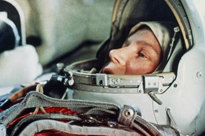 https://imgc.allpostersimages.com/img/posters/soviet-cosmonaut-valentina-tereshkova_u-L-PZIN110.jpg?artPerspective=n