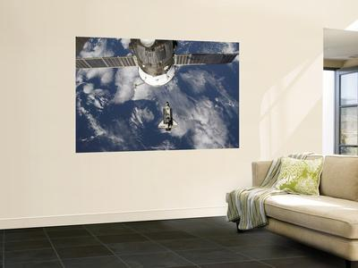 https://imgc.allpostersimages.com/img/posters/space-shuttle-endeavour-backdropped-by-a-blue-and-white-earth_u-L-PFHCWS0.jpg?artPerspective=n