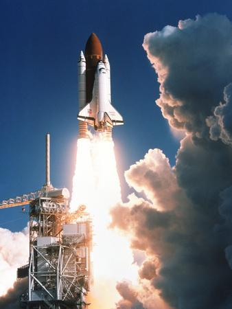 https://imgc.allpostersimages.com/img/posters/space-shuttle-launch_u-L-PZIV5D0.jpg?artPerspective=n