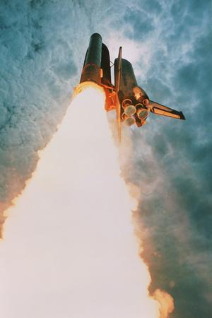 https://imgc.allpostersimages.com/img/posters/space-shuttle-launch_u-L-PZIV5O0.jpg?artPerspective=n