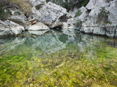 https://imgc.allpostersimages.com/img/posters/spain-majorca-serra-de-tramuntana-sat-calobra-torrent-de-par-ice-water-water-basin-algae_u-L-Q11YLI10.jpg?p=0