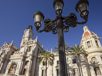 https://imgc.allpostersimages.com/img/posters/spain-valencia-place-de-l-ajuntament-city-hall-lantern_u-L-Q11YX9Q0.jpg?artPerspective=n