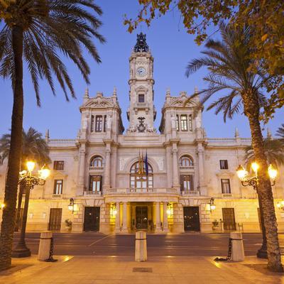 https://imgc.allpostersimages.com/img/posters/spain-valencia-place-de-l-ajuntament-city-hall_u-L-Q11YXBC0.jpg?p=0