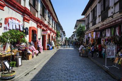 https://imgc.allpostersimages.com/img/posters/spanish-colonial-architecture-vigan-northern-luzon-philippines_u-L-Q12T51U0.jpg?p=0