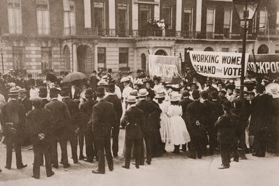 https://imgc.allpostersimages.com/img/posters/spectators-gather-on-portland-place-to-watch-the-women-s-sunday-procession-21st-july-1908_u-L-PQ33RM0.jpg?p=0