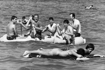 https://imgc.allpostersimages.com/img/posters/spring-breakers-in-the-water-1967_u-L-PPQNY70.jpg?artPerspective=n