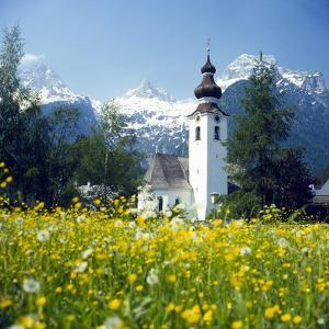 Springtime in the Austrian Alps (photo)