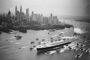 SS United States Arrives in Manhattan