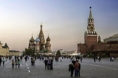 https://imgc.allpostersimages.com/img/posters/st-basils-cathedral-and-the-kremlin-in-red-square-moscow-russia_u-L-PWFSP40.jpg?p=0