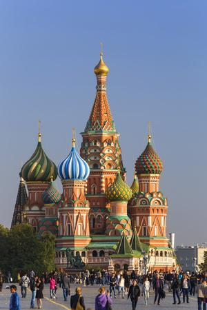https://imgc.allpostersimages.com/img/posters/st-basils-cathedral-in-red-square-moscow-russia_u-L-PWFQJ20.jpg?p=0