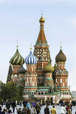 https://imgc.allpostersimages.com/img/posters/st-basils-cathedral-in-red-square-moscow-russia_u-L-PWFS0C0.jpg?p=0