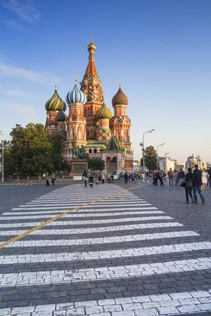 https://imgc.allpostersimages.com/img/posters/st-basils-cathedral-in-red-square-moscow-russia_u-L-PWFSNS0.jpg?p=0