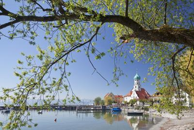 https://imgc.allpostersimages.com/img/posters/st-georg-church-and-castle-peninsula-of-wasserburg-lake-constance-schwaben-bavaria-germany_u-L-PWFLGW0.jpg?p=0