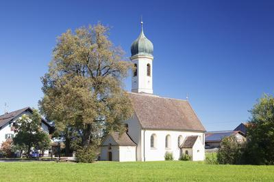 https://imgc.allpostersimages.com/img/posters/st-leonhard-church-froschhausen-near-murnau-am-staffelsee-upper-bavaria-bavaria-germany_u-L-PWFLF80.jpg?artPerspective=n
