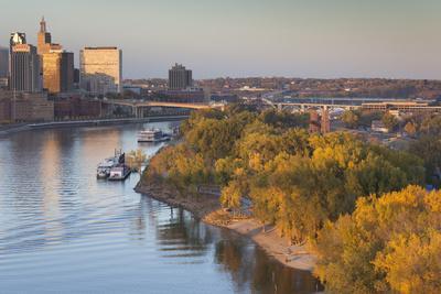 https://imgc.allpostersimages.com/img/posters/st-paul-skyline-from-mississippi-river-minneapolis-minnesota-usa_u-L-PXR6FV0.jpg?p=0