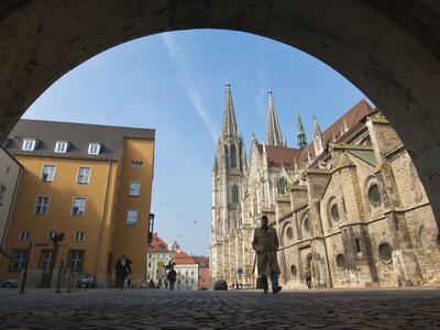 https://imgc.allpostersimages.com/img/posters/st-peter-s-cathedral-in-regensburg-germany_u-L-PHAFAV0.jpg?artPerspective=n