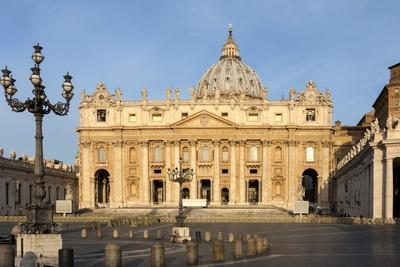 https://imgc.allpostersimages.com/img/posters/st-peters-and-piazza-san-pietro-in-the-early-morning-vatican-city-rome-lazio-italy_u-L-PWFCEE0.jpg?p=0
