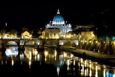 https://imgc.allpostersimages.com/img/posters/st-peters-rome-at-night_u-L-Q1AS8YE0.jpg?p=0