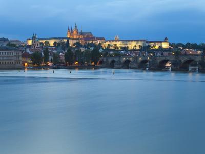https://imgc.allpostersimages.com/img/posters/st-vitus-cathedral-charles-bridge-river-vltava-unesco-world-heritage-site-prague-czech-republic_u-L-PHCD560.jpg?p=0