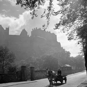 Edinburgh Castle 1910 by Staff