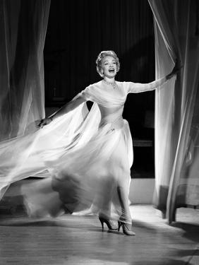 STAGE FRAIGHT, 1950 directed by ALFRED HITCHCOCK Marlene Dietrich (b/w photo)