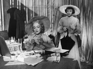 STAGE FRIGHT, 1950 directed by ALFRED HITCHCOCK Marlene Dietrich / Jane Wyman (b/w photo)