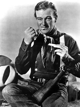 STAGECOACH, 1939 directed by JOHN FORD John Wayne (b/w photo)
