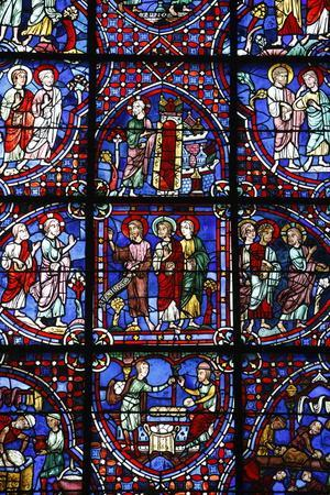 https://imgc.allpostersimages.com/img/posters/stained-glass-notre-dame-de-chartres-cathedral-chartres-eure-et-loir-france_u-L-Q1GYJNJ0.jpg?artPerspective=n