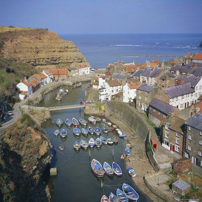 https://imgc.allpostersimages.com/img/posters/staithes-north-yorkshire-england-uk-europe_u-L-P2QWLB0.jpg?p=0