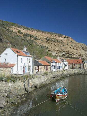 https://imgc.allpostersimages.com/img/posters/staithes-north-yorkshire-england-united-kingdom-europe_u-L-P7X9SC0.jpg?p=0