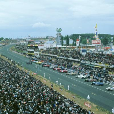 Start of the 1966 Le Mans 24 hours race