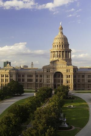 https://imgc.allpostersimages.com/img/posters/state-capital-building-austin-texas-united-states-of-america-north-america_u-L-PQ8O6N0.jpg?p=0