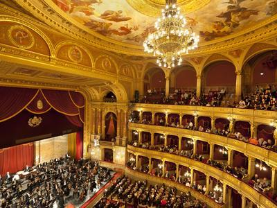 https://imgc.allpostersimages.com/img/posters/state-opera-house-magyar-allami-operahaz-with-budapest-philharmonic-orchestra-budapest-central_u-L-PFVZL30.jpg?p=0
