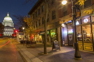 https://imgc.allpostersimages.com/img/posters/state-street-in-downtown-madison-wisconsin-usa_u-L-PN72TR0.jpg?p=0