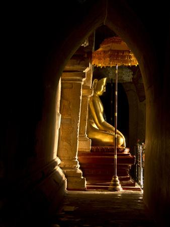 https://imgc.allpostersimages.com/img/posters/statue-in-one-of-the-buddhist-temples-of-bagan-pagan-myanmar-burma_u-L-PWFHVT0.jpg?p=0