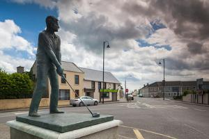 Statue of a golfing US President Bill Clinton who visited the local golf course in 1998, Ballybu...