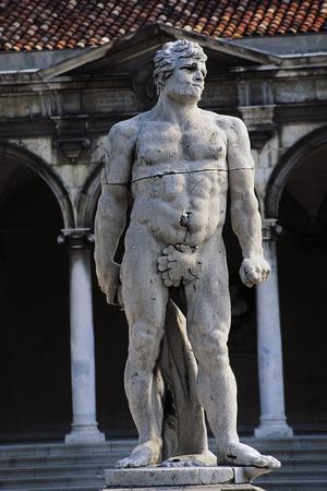 https://imgc.allpostersimages.com/img/posters/statue-of-caco_u-L-PP9VAF0.jpg?p=0