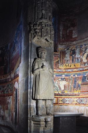 https://imgc.allpostersimages.com/img/posters/statue-of-charlemagne-church-of-abbey-of-st-john_u-L-PP9X7C0.jpg?p=0